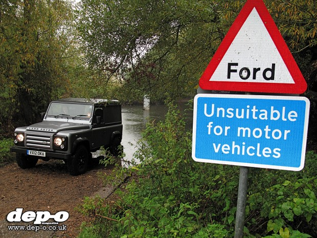 Land Rover Defender Xtech front ford