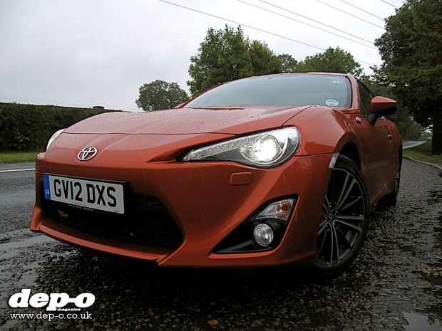 Toyota GT86 front three-quarters